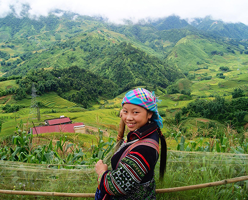 Sapa Sister, Chinh guides you through the valley